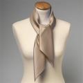 Foulard en soie beige