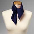 Foulard en soie bleu foncé