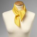 Foulard en soie jaune